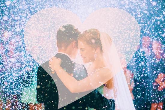祝福される花婿と花嫁